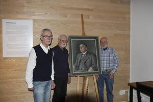 Karl-Erik Nordlund, Bengt Nordlund och Leif Persson kom till museet för att överlämna materialet.