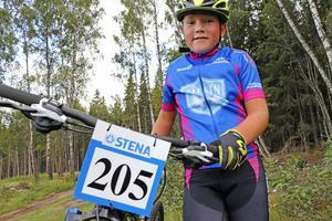 Snabb MTB-cyklist. Jacob Fridlund från Karlskogacyklisterna var först över mållinjen i sin tävlingsklass.
