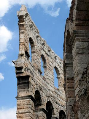 Den romerska amfiteatern Arena di Verona är runt 2000 år gammal.   Foto: Peter Svet Photo/Shutterstock.com