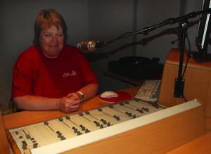 Rattar spakarna. Maria Roos är en av grundpelarna i Rättviks närradioförening. Foto:Christian Larsen