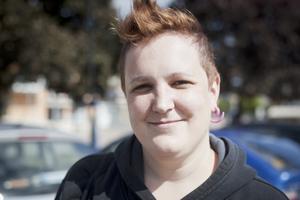 Ellinor Pettersson, 25 år, jobbar på Folkets hus, Fagersta: – En bok om feminism.