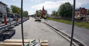 Saneringsjobben på före detta Shelltomten i Ljusdal går ut i halva vägbanan. Men det blir inte totalstopp för trafiken, lovar saneringsföretaget ISS Industriservice AB.