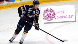 Mathias Wiklund och övriga Borlängespelare byter ut den blå tröjan mot en rosa i matchen mot Mariestad den 26 november.