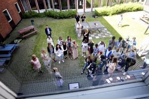 Två klasser firade skolavslutning på Norrsätraskolan. Det är första sjuorna på sex år som tar sommarlov.