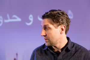 Martin Pareto i Folkteaterns föreställning Att komma till ön med skatten är inget äventyr.