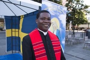 Kyrkoherde Damian Eze.