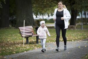 Cancersjuka Juno Zeeck och hennes mamma Susanna har haft en tuff tid under Junos sjukdom. Nu ville Junos föräldrar ge tillbaka till barncancerfonden och arrangerade Run for hope i Västerås på lördagen.