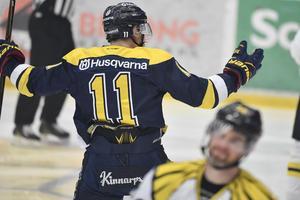 HV:s Simon Önerud har gjort 1-0 under söndagens SHL-final 1 i bäst av 7 mellan HV71 och Brynäs.