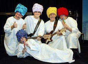 Ett av numren i årets revy är Den Indiska rockorkestern Där spelar Lars Strömqvist, Göran Eriksson, Bengt Larsson Fred Seldahl och Ullrika Hollsten.