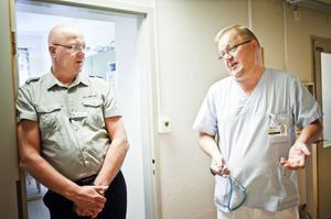 Hans Göthlund, vårdenhetschef för förlossningen, och barnläkare Karl Kappinen menar att det föds fler barn under hela den varma delen av året.