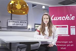 """Alisa Stevanovic är en av fyra ungdomar som driver Lunchie. """"Det är viktigt att hitta folk att jobba med som kompletterar dig och är bra på olika saker"""", säger hon."""