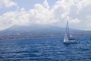 Havet och vulkanen - viktiga i Neapels stadsbild.
