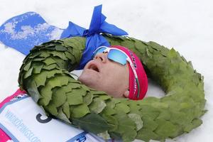 Robin Bryntesson blev liggandes med lagerkransen runt halsen.