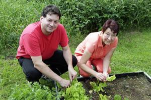 Flavio Mancini och Gertrud Edström vill lära oss ta tillvara på naturens tillgångar.