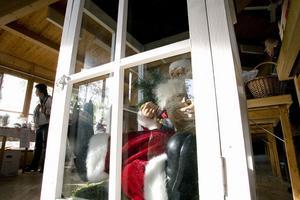 En tomte som fått marknadslängtan låstes in i en stor ljuslykta, i väntan på snö och adventsljus.
