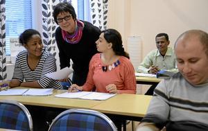 Möten. Annmari Lööf på ABF hoppas att en ny mötesplats i Kopparberg ska skapa broar mellan nyanlända i samhället och ortsbor. Antalet asylsökande kan variera kraftigt vecka för vecka.Arkivfoto: Birgitta Skoglund