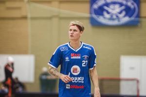 Johan Elving gjorde 48 mål under sin debutsäsong på allsvensk nivå. Nu avslutar 21-åringen sin säsong i slutspelet hos superligaklubben Falun.