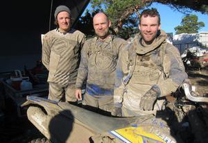 Erik Skott Dahlgren med Roger och Mattias Myhr efter målgång.