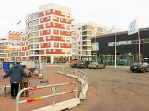 Fler hyresrätter. I december flyttade de sista hyresgästerna in i Mimers nybygge på Öster Mälarstrand. Totalt blev det 160 nya lägenheter i kvarteret Råseglet.