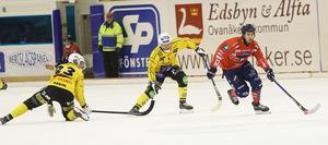 Just så här såg hälsingederbyt ut – till slut. Broberg hängde helt enkelt inte med i svängarna när Hasse Andersson och Edsbyn växlade upp efter paus.