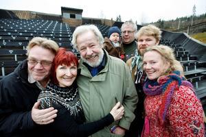 Hösten 2009, vid Döda fallet. Till sommaren skulle Shakespeare spelas. Med Kim Anderzon syns Ingmar Virta, Sven Wollter, Per Bergdahl (med Malte Seldahl i famnen), Karl Seldahl och Kajsa Linderholm.