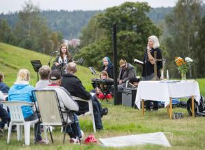 Drakflygningfesten inleddes med en friluftsgudstjänst under ledning av Inger Witkowsky.