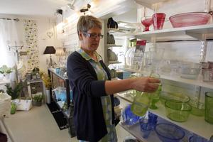 – Kanonfina, jag har köpt några såna och gett bort, sa Ingegerd Fagerström och tittade på glaskonst att bruka.