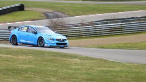 Fredrik Ekblom i första testet av WTCC-bilen på Knutstorp i torsdags.