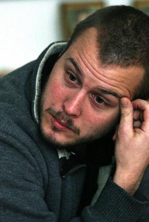 31 år och fjättrad i sin lägenhet. Marcus Nygren är besviken på trögheten i myndigheternas Sverige. Han är i stort behov av hjälp men besluten om insatserna dröjer.