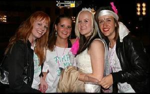 Caroline Eriksson, Malin Bobel, Katrin Åslund och Azra Avdic, lärarstudenter i Falun, åkte till Borlänges oktoberfest för att fira Katrin Åslunds möhippa