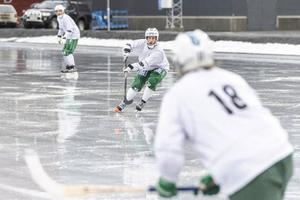 Erik Pettersson verkar trivas på det nya underlaget.