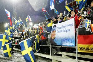 De svenska flaggorna slokade allt mer under loppet som vanns av tyskan Magdalena Neuner. Svenska placeringar 25, 33, 47, 51.