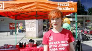 Angelica Ollinger, fackligt aktiv i Kommunal, deltar i LO:s kampanj för bättre villkor för sommarjobbare.