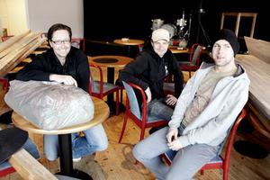 Något att växa i. Björn Carlsson, Tomas Bjernedal och Nicklas Sandström tar en paus i fixandet i Sigurdsgatan 25:s nya lokaler.