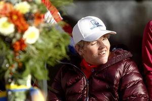 Skicrossåkaren Anna Holmlund under invigningen av Alnö Skidklubbs nya handikappanpassade anläggning.