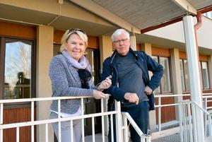 Både Säterbostäders vd Ellinor Fredriksson och Sockenstugans ordförande Per-Åke Roslund är nöjda med affären.