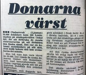 Efter att Sverige vunnit den första matchen i VM väntade möten med Finland och Norge. I den första fick domarna rubriker i Sverige efter flera tvivelaktiga domslut – men trots det vann Sverige matchen och senare även VM-guldet. Ljusnan 9 februari 1981.