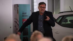 Stadsbyggnadsnämndens ordförande Anders Hedenius (S) fick de flesta frågorna.