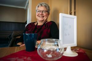 Nancy Östlinder jobbar på skolan intill och passade på att ta en fika.