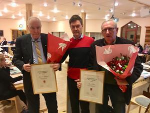 Lennart Thorslund och Gösta Frost fick varsitt kulturspris. I mitten ser man Hans-Göran Åhgren. Fotograf: Anders Rosén.
