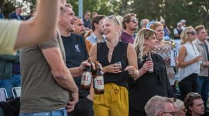 Johan Nilsson och Liza Sjölund skrattade åt att alla hästar som den sistnämnda hittills hade spelat på antingen hade blivit diskvalificerad eller avbrutit sitt lopp.