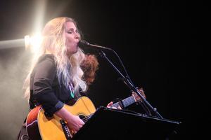 Lisa Miskovsky spelade på Kulturcentrum på lördagskvällen i Sandviken.
