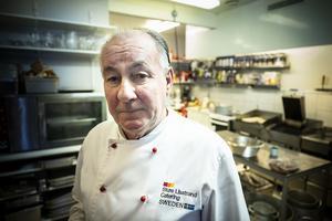 Stjärnkocken Sture Lisstrand, från Stockholm är inhyrd för att laga god mat i Almåsa.