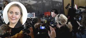 Maria Groop Russel blir ny vd för Dramaten, intervjuas av journalister efter pressträff. Bild: Janerik Henriksson/TT