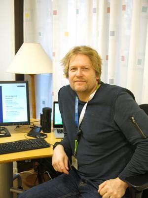 Sedan 1994 har Niklas Spångberg arbetat på Arbetsförmedlingen. Numera är han stationerad på Gävlekontoret. Nu fyller han 50 år.