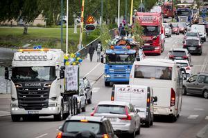 Lastbilskortegen genom stan skapade mindre trafikstockningar.