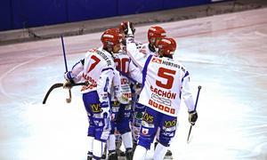 Kungälv firar i en elitseriematch för två år sedan. Nu är man ett bottenlag i allsvenskan med blott två segrar på 12 försök den här säsongen.