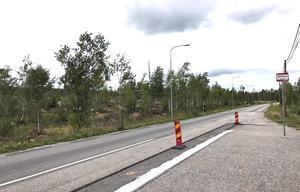 Merparten av de föreslagna tomterna ligger på kalhygget ovanför busshållplatsen Gråsten, i riktning mot telemasten. Även på båda sidorna av infarten till Brusängsvägen föreslås ett 15-tal tomter få plats.