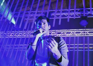 Darin uppträdde inför ett slutsålt Magasinet i Falun på fredagen.