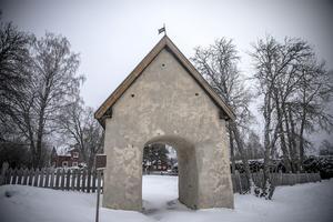 Gamla kyrkporten i Aspås.